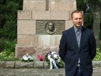 004 28. taasiseseisvumisepäeval Tahkurannas president Konstantin Pätsi ausamba juures. Foto: Tiina Tojak