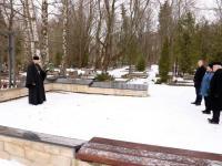 77 aastat Tallinna märtsipommitamisest Siselinna kalmistul. Hingepalvus Siselinna kalmistul. Foto: Jukko Nooni