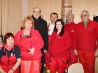 002 Jõgeva kiirabibrigaadi töötajad uusaastaööl koos vallavanem Aare Olgoga. Foto: Marge Tasur