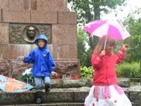 004 Ajalootund K. Pätsi monumendi juures, Tahkurannas. Foto: Urmas Saard