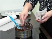 033 Alla koolitab Sindi noori tordi valmistajaid. Foto: Urmas Saard