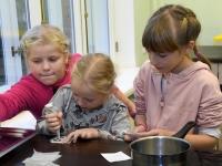 043 Alla koolitab Sindi noori tordi valmistajaid. Foto: Urmas Saard