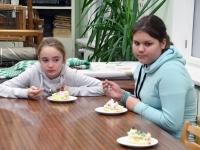 069 Alla koolitab Sindi noori tordi valmistajaid. Foto: Urmas Saard