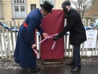 Roland Landing ja Romek Kosenkranius. Anna Raudkatsile mälestustahvli avamine. Foto: Urmas Saard / Külauudised