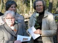 005 Arnold Tikmanni hauatähise taasavamisest. Foto: Urmas Saard