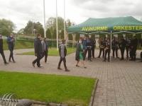 Riigikogu esimees Jüri Ratas koos kaaskonnaga Avinurme saabumas. Foto: Jaan Lukas