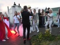 044 Ekstaatiline tants Solarise katuseaias. Foto Urmas Saard Külauudised