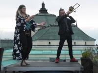 049 Ekstaatiline tants Solarise katuseaias. Foto Urmas Saard Külauudised