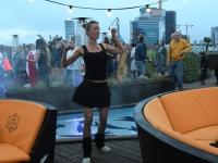 051 Ekstaatiline tants Solarise katuseaias. Foto Urmas Saard Külauudised