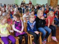 006 Algklasside õpilased Sindi gümnaasiumi aulas. Foto: Urmas Saard