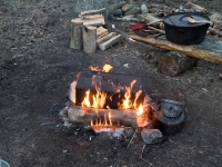 Hallimäel muinaslinnuste tähise avamise õhtul. Foto: Urmas Saard / Külauudised