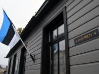 002 Hengo Tulnola mälestustahvli avamisel Pärnus. Foto: Urmas Saard