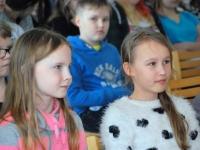 003 Ilmar Tomusk kohutmisel Sindi gümnaasiumi õpilastega Foto Urmas Saard