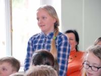 013 Ilmar Tomusk kohutmisel Sindi gümnaasiumi õpilastega Foto Urmas Saard