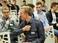 001 Investeerimiskoolitus Pärnu Koidula gümnaasiumis. Foto: Urmas Saard