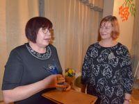 Jõgevamaa Sädeinimene 2020 Karina Kaarepere ja Jõgevamaa Kodukandi ühenduse juhatuse esimees Liia Lust. Foto: Aivar Kokk