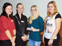 002 Õpilaste jõululaat Pärnu Raeküla koolis Foto Urmas Saard