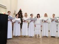 001 Jõululaupäeval Pärnus Raeküla Vanakooli keskuses. Foto: Urmas Saard