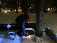 003 Jõuluõhtul Pärnu Metsakalmistul. Foto: Urmas Saard