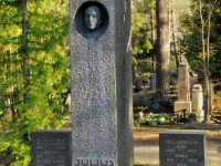 001 Julius Friedrich Seljamaa hauasammas Rahumäe kalmistul. Foto: Urmas Saard