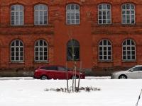 002 Sindi gümnaasiumi hoone esine, Julius Friedrich Seljamaa mäletsumärgi valmimine on töös. Foto: Urmas Saard