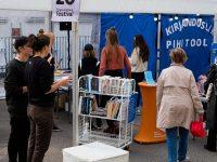 6 Kadriorus toimunud Kirjandustänava festivalil. Foto: Eesti Rahvusraamatukogu