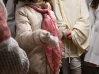 012 Kadrisandid Sindis Raudtee tänava kodu külastamas. Foto: Urmas Saard / Külauudised