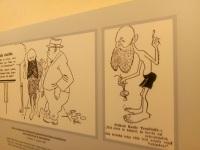 Karikatuurid paljasjalgsest Tõnissonist Umbusi külamajas. Foto: Jaan Lukas