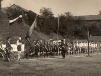 Karlis Tenissons Läti lipuga 1926. aasta maratonil. Foto ilmavõrgu vanade postkaartide müügirubriigist Vanad Postkaardid