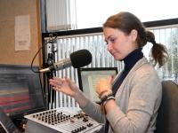 Regina Jaakson Tre Raadio Pärnu stuudios. Foto: Urmas Saard / Külauudised