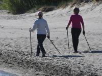 012 Kepikõndijad Pärnu rannas. Foto: Urmas Saard / Külauudised
