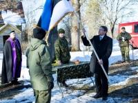 003 Kodutütardele annetatud Eesti lipu õnnistamine. Pressifoto