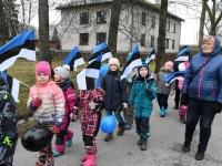 003 Koolivaheajale riigi sünnipäeva tähistava paraadiga. Foto: Urmas Saard