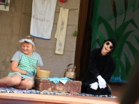 002 Abja kultuurimaja laste näitering Cipolino. Paremal Muti rollis Ramon Miikael Purju. Foto Marko: Reimann