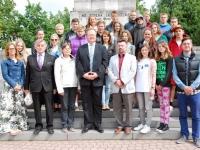 15 Noorte ühislaagri pildi keskel on Tõnis Nirk, Eesti suursaadik Lätis