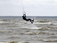 001 Lohesurfarid Pärnu rannas. Foto: Urmas Saard / Külauudised