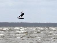 003 Lohesurfarid Pärnu rannas. Foto: Urmas Saard / Külauudised