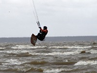 004 Lohesurfarid Pärnu rannas. Foto: Urmas Saard / Külauudised