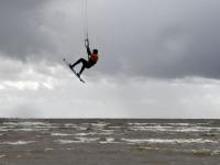 012 Lohesurfarid Pärnu rannas. Foto: Urmas Saard / Külauudised