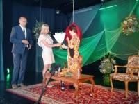 Laureaati tunnustavad Jõgeva abivallavanemad Viktor Svjatõšev ja Angela Saksing. Foto: Jaan Lukas