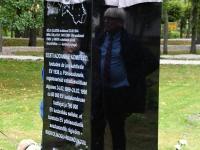 008 Mälestusmärk Sindis Kirikupargi servas. Foto: Urmas Saard