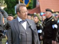 53 President Toomas Hendrik Ilves Kärdlas võidupüha paraadil
