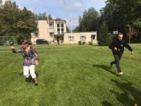 Metsatarekese direktor Imbi Ivask (vasakul) sportimas. Foto: Tiiu Kallis
