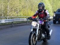 081 Mootorrattahooaja avapäeva paraadsõit läbib Sindit. Foto: Urmas Saard