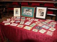 Jelena Kivimurdi käsitöökaardid Mustvee raamatukogus. Foto: Kati Ots