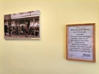 Raamatukogu ajalugu tutvustav fotonäitus. Foto: Kati Ots