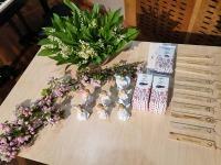 Mustvee raamatukogu kingitused koostööpartneritele, Avinurme puiduaidas meisterdatud kadakapuust järjehoidjad. Foto: Kati Ots