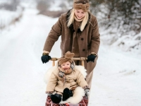 Kertu tütar Luna Lorelaiga Jõgeva vallas Ookatku külas. Foto: Liina Laurikainen