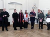 003 Pärnu Aianduse ja Mesinduse seltsi projektkoori ettelauljad Raekülas. Foto: Urmas Saard