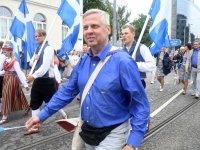 003 Pärnu linn XII noorte laulupeo rongkäigus. Foto: Urmas Saard